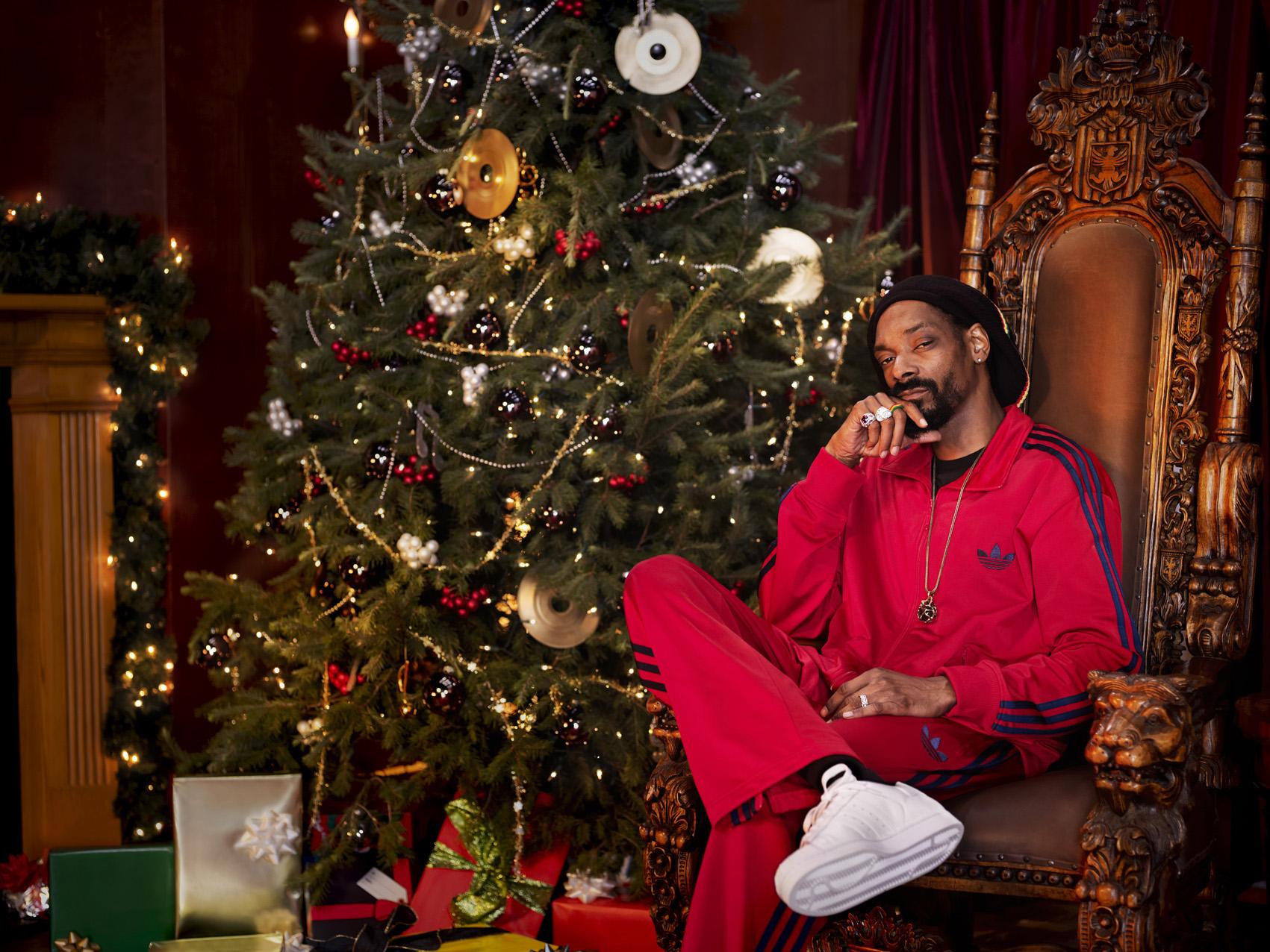 Ebenezer-Snoop_Sitting